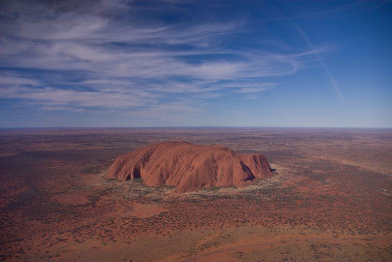 讓土地乾淨的回歸自然!澳洲烏盧魯巨岩正式永久封閉