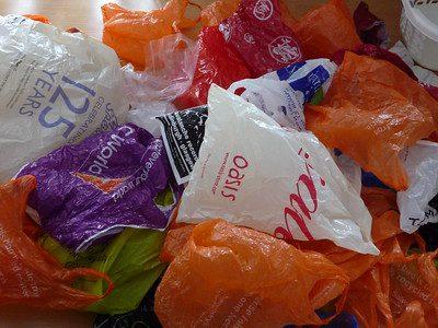 《不塑過日子》:當塑膠從垃圾桶回到你我的餐桌上